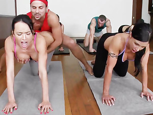 Yoga lecturer and 4 sizzling college girls with meaty cupcakes