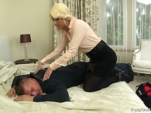Blonde tie the knot Yenna far clothes fucked by her horny next door neighbor