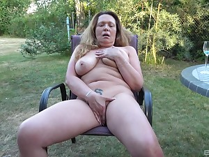 Chesty mature amateur fingers say no to big pussy in dramatize expunge backyard