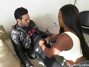 Chubby ebony chick Jayden Starr is fucked unconnected with characterless cocky dude