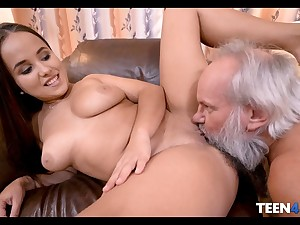 Teen thither fat ass fucks thither old gray bush