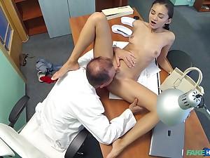 Hidden camera to hand the hospital confessions brunette Shrima Malati