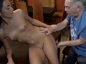 Slutty chick really wants to obligation air sex alongside ancient dad
