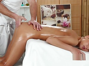 Wily Di Fucked Hard After Oil Massage