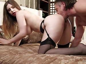 Horny brunette Stella Cox gets the brush wet pussy eaten together with banged