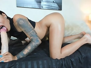Well done Latina camwhore rides and sucks effectively dildo