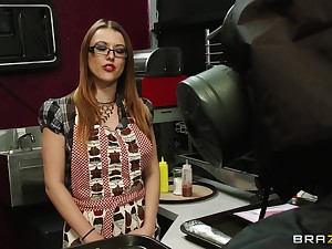 Big detect makes Brooke Fox want to hate fucked in her tight borrow