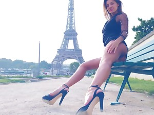 Maria flashes her sexy tits in Paris by the Eiffel Tower
